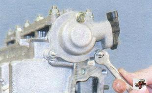 гайки и болт крепления задней крышки головки блока цилиндров Лада Калина ВАЗ 1118