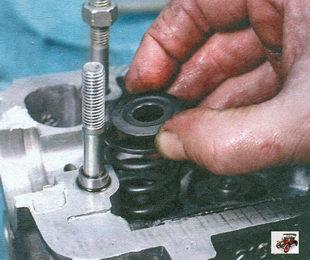 верхняя тарелка пружины, наружная и внутренняя пружины клапана