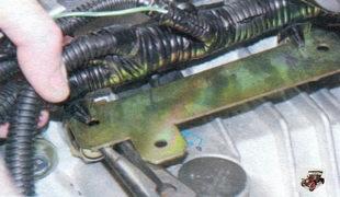 держатели моторного жгута проводов на двигателе