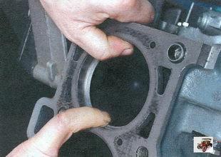 проверка зазоров в замках поршневых колец Лада Калина ВАЗ 1118