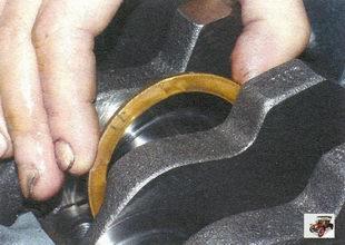 проверка осевого зазора коленвала Лада Калина ВАЗ 1118