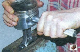установка поршневого пальца