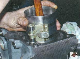 установка поршня в цилиндр Лада Калина ВАЗ 1118