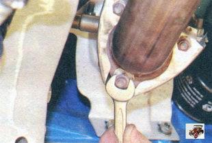 гайки крепления фланца приемной трубы дополнительного глушителя к фланцу катализатора Лада Калина ВАЗ 1118