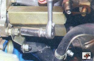 гайка крепления к впускной трубе кронштейна соединительной трубы системы охлаждения