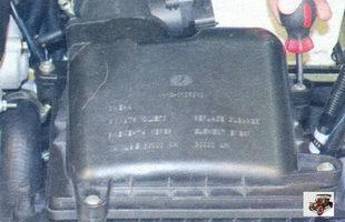 винты крепления крышки воздушного фильтра Лада Калина ВАЗ 1118