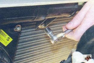 гайка крепления воздухоприемной трубы к рамке радиатора Лада Калина ВАЗ 1118