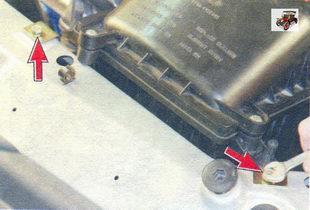 болты крепления воздушного фильтра к рамке радиатора Лада Калина ВАЗ 1118