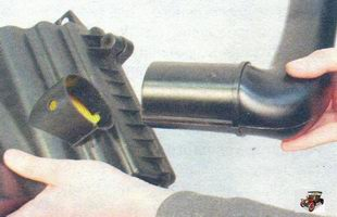 воздухоприемная труба воздушного фильтра Лада Калина ВАЗ 1118