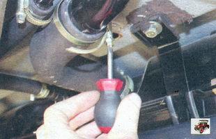 хомут крепления соединительного шланга наливной трубы