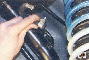 штуцер наливной трубы бензобака