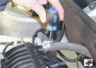 хомут крепления шланга к вакуумному усилителю тормозов Лада Калина ВАЗ 1118