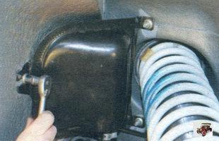 гайки крепления сепаратора паров бензина к кузову Лада Калина ВАЗ 1118