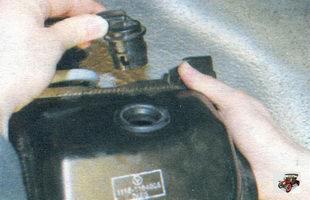 гравитационный клапан; сепаратор паров бензина Лада Калина ВАЗ 1118