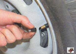 проверка колес на автомобиле Лада Калина ВАЗ 1118