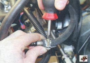 хомут крепления шланга подачи паров топлива в дроссельный узел