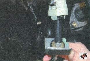 упор оболочки троса привода выключения сцепления