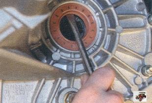 сальник внутреннего шарнира картера коробки передач Лада Калина ВАЗ 1118