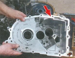 осмотрите картеры сцепления и коробки передач Лада Калина ВАЗ 1118