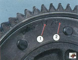 на ведомой шестерне выбито количество зубьев ведущей 1 и ведомой 2 шестерен