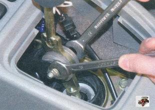 гайка оси рычага переключения передач