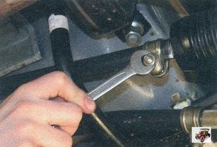 гайка стяжного болта хомута на тяге управления коробкой передач Лада Калина ВАЗ 1118
