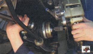 шлицевый хвостовик корпуса внутреннего шарнира левого привода передних колес Лада Калина ВАЗ 1118