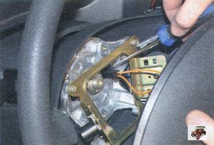 разъем выключателя звукового сигнала Лада Калина ВАЗ 1118