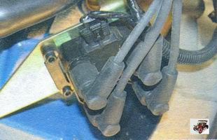 проверка посадки высоковольтных проводов в гнезда катушки зажигания Лада Калина ВАЗ 1118