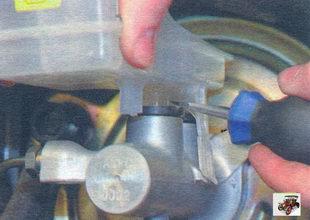 снятие тормозного бачка Лада Калина ВАЗ 1118