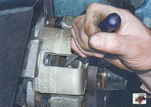 замена передних тормозных колодок Лада Калина ВАЗ 1118