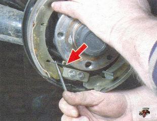 нижняя стяжная пружина задней тормозной колодки Лада Калина ВАЗ 1118