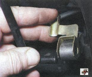 скоба серьги рычага привода регулятора давления тормозов Лада Калина ВАЗ 1118