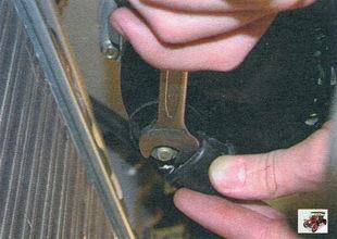 гайка провода контактной шпильки генератора
