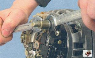 снятие регулятора напряжения генератора Лада Калина ВАЗ 1118