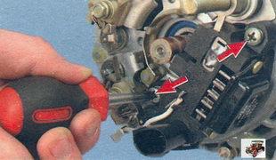 винты крепления регулятора напряжения генератора Лада Калина ВАЗ 1118