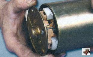 крышка стартера со стороны коллектора со щеткодержателем и щетками