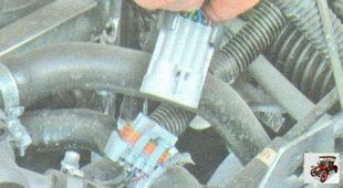 соединительные разъемы проводов форсунок и моторного жгута