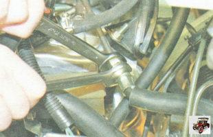 штуцер трубки подвода топлива
