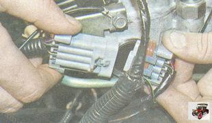 соединительный разъем проводов форсунок и моторного жгута