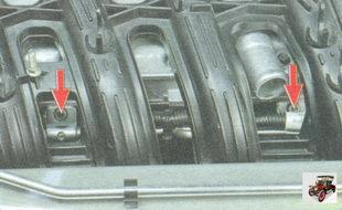 винты крепления кронштейнов топливной рампы к головке блока цилиндров