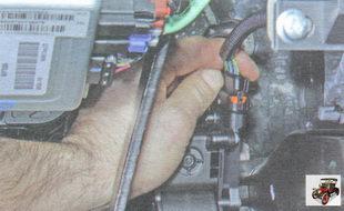 фиксатор разъема жгута проводов педали газа