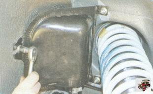 гайки крепления сепаратора к кузову