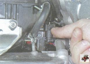 фиксатор наконечника шланга клапана продувки адсорбера