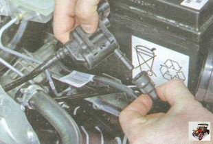 штуцер клапана продувки адсорбера