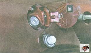 крышка горловины наливной трубы бензобака