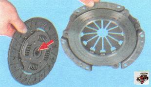 установка ведомого диска сцепления в корзину сцепления