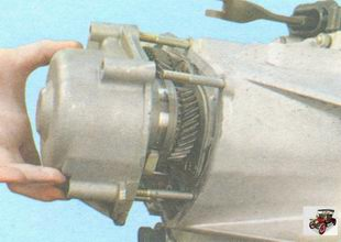 задняя крышкакоробки передач