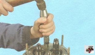винты крепления пластины подшипников первичного и вторичного валов коробки передач