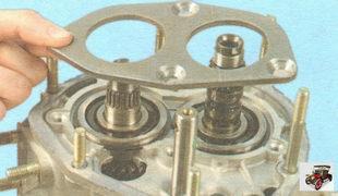 пластина подшипников первичного и вторичного валов коробки передач